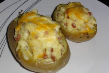 Печени пресни картофи с шунка и сирене