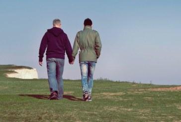 Съдят в Италия български родители, отвлекли сина си гей