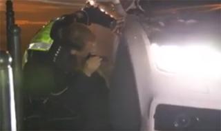 Почерпен шофьор подкара колата си, не му се размина