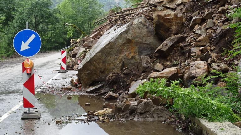 Внимание шофьори: Опасност от падащи камъни в Кресненското дефиле и прохода Предел