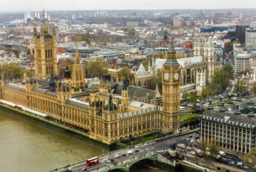 Евакуираха британския парламент заради пожар