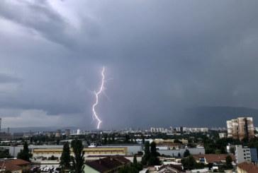Порои, гръмотевични бури и градушки в началото на новата седмица