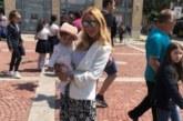 Тризначката Любов доведе бебето в Благоевград