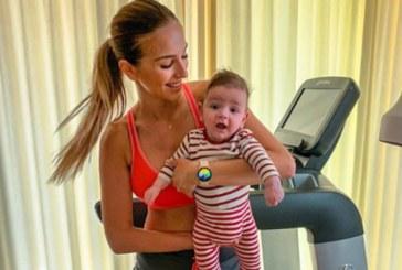 Алекс Петканова тренира с бебето