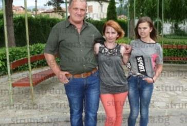 """Дирекция """"Миграция"""" удари с нова глоба украинката Татяна! Майка и дъщеря се борят за хуманитарен статут в Гърмен"""