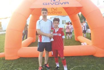 """""""Места"""" съчета футболен турнир с плаж и се върна с трофей от Гърция"""