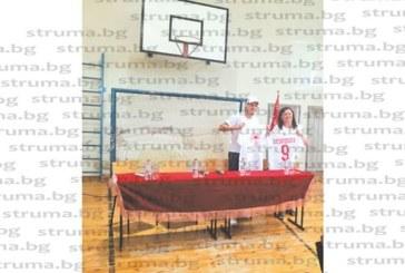 ПАМЕТНА СРЕЩА! Ученици от гимназията в Симитли разпънаха звездата К. Десподов с въпроси: Кой те запали по футбола и защо националният отбор не може да бие?