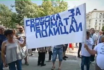 """3 автобуса от Югозапада и десетки коли на протеста в София в защита на осъдените полицаи по случая """"Чората"""""""
