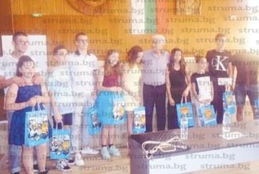 Десет талантливи деца на Дупница с награди от общината, световният  шампион по кикбокс Д. Радев с годишната стипендия от 1680 лева