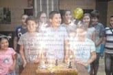 Изненадаха шахматната надежда от Кресна Д. Костадинов с торта на черно-бели квадратчета и фигурки за рождения му ден