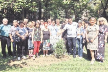 30 безработни получиха дипломи за озеленители, засадиха дръвче в градската градина в Благоевград