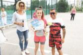 """Тенис турнирът на вестник """"Струма"""" се превърна в истински празник за малки и големи! Пепи Магията с дъщеря си Елис спечелиха  най-масовата надпревара в """"Струма къп"""" – дете с родител"""