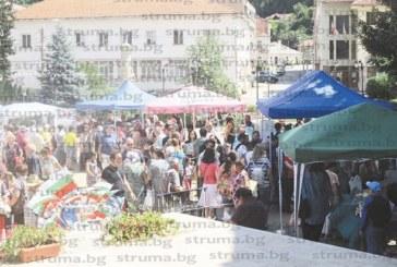 Трън се превърна в столица на киселото мляко, стотици гости вкусиха от изобилието