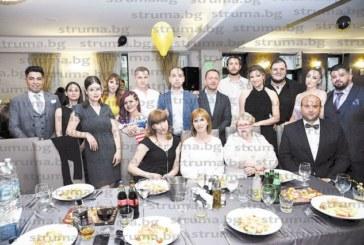 Бъдещи режисьори, оператори, филмови и телевизонни монтажисти от ЮЗУ отпразнуваха завършването си в компанията на любимите преподаватели