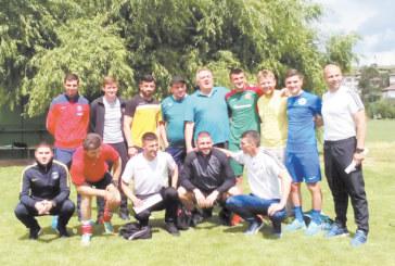 """Бъдещи треньори по футбол от първия випуск на ЮЗУ успешно издържаха държавния практически  изпит, помогнаха им децата и юношите на """"Пирин"""""""