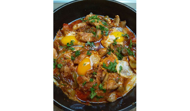 Свинско със зеленчуци и яйца