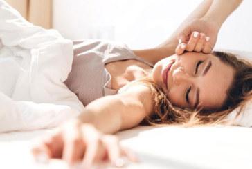 Трикове за здравословен сън по гръб