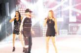 Санданчанка пя в дует с  Криско на сцената на Летния театър