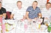 """Ветерани от първата частна кръчма в Благоевградско """"Морско дъно"""" се събраха на маса"""