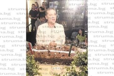 Б. Креснички долетя от Кайро за 12-ия рожден ден на ЕКИП, посреща го младата смяна – внукът на бизнесмена Валери Байрактарски