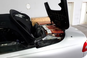 168 бутилки алкохол, в тайник на лек автомобил, откриха митническите служители в района на ГКПП Кулата