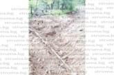"""Собственици на вили в м. Раплево скочиха срещу """"ДГС Разлог"""", прокопали ивица срещу бракониери, но им спрели достъпа до имотите"""