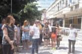 Пано с народни носии привлича туристи в парка на Кюстендил, първи снимки си направиха американски студенти