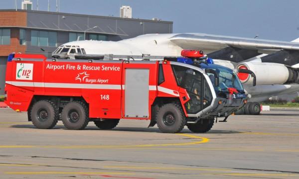 Автобус се подпали на летището в Бургас
