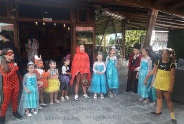 С карнавал и състезание по плуване децата на Баня отбелязаха празника на селото