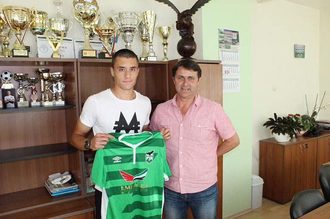 """ОФК """"Пирин"""" подписа с юноша на """"Левски"""", прави жест към феновете с билети по левче"""