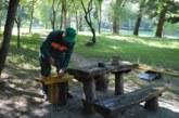 """Нови пейки в зоната за барбекю на парк """"Бачиново"""", алеите около езерото са основно почистени и измити"""