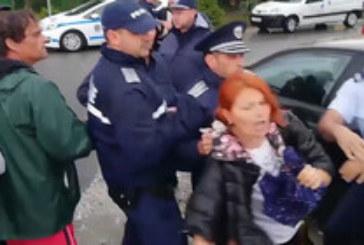 Напрежение и арест на протест във Велинград