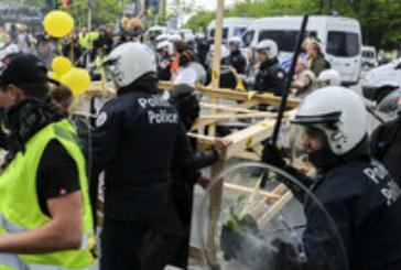 """""""Жълтите жилетки"""" протестираха след края на парада в Париж"""