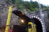 Повреден пантограф на товарен влак скъса контактната мрежа между Кресна и Симитли