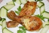 Печени пилешки бутчета с масло и топено сирене
