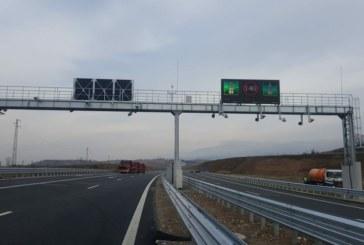 """Електронните табели по магистрала """"Струма"""" не работят в полза на шофьорите"""