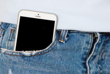 Експерти алармират: Не носете телефона в джоба си, защото…