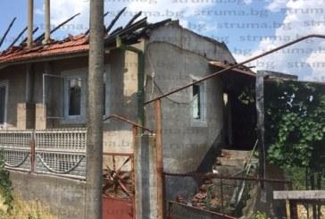 Мълния унищожи покрива на къща в Покровник
