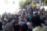 Стотици разложани се стичат към големия салон на читалището! Обсъждат цената на водата
