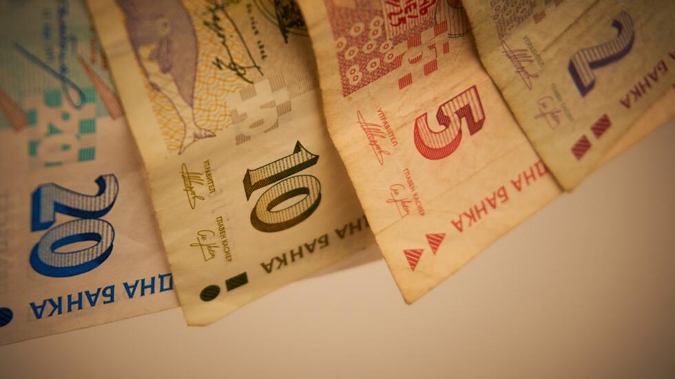 МОН обмисля пожизнена парична награда за заслужили учители
