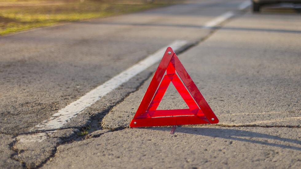 Катастрофа между автобус с деца и кола на пътя Карнобат - Бургас
