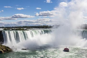 Мъж полетя от 57 метра в Ниагарския водопад, оцеля като по чудо