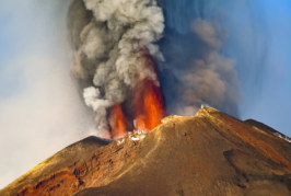 Затвориха 2 летища заради  изригване на вулкана Етна