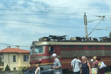 Има загинал при сблъсъка на влак и лек автомобил в Пловдивско