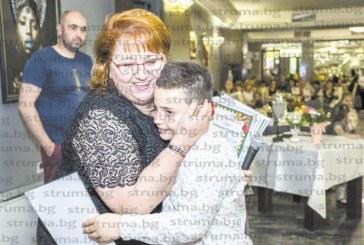 Любимата учителка на две поколения благоевградски ученици Б. Шарбанова се раздели с колегите си от ІІІ ОУ и излезе в пенсия