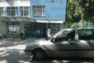 Осем арестувани в полицейската операция в Сандански, униформените проверяват наред, спират почти всяка кола