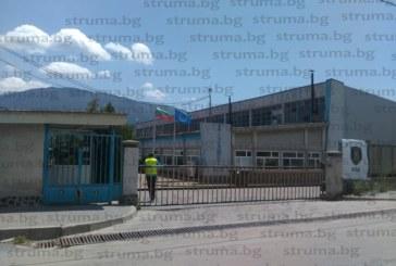 Гардове затвориха завода на бившия свекър на тв водещата Радост Драганова, работниците не знаят какво се случва