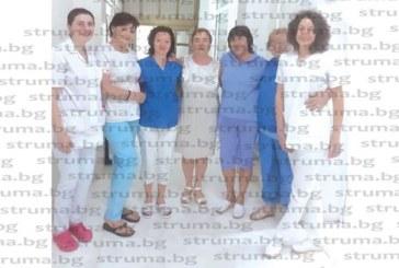 Старшата сестра на хирургията в Сандански почерпи щедро за рожден ден