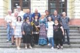 76-г. пернишка физичка г-жа Габровска посрещна бившите си ученици отпреди 40 г. с брилянтна памет, помни ги с 3-те им имена, номера в дневника и белите им