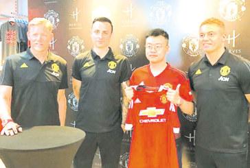 Бербо в Китай в компанията на Шмайхел и Уес Браун